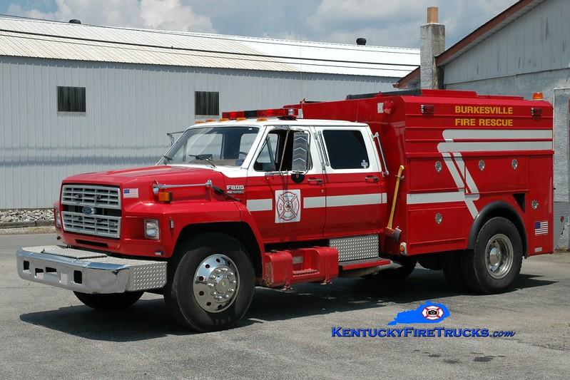 <center> Burkesville  Rescue 1 <br> 1986 Ford F-800/Reading <br> Greg Stapleton photo </center>