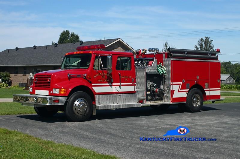 <center> Airport Sorgho  Engine 202 <br> 2000 International 4900/Pierce 1250/1000/30 <br> Kent Parrish photo <br> </center>