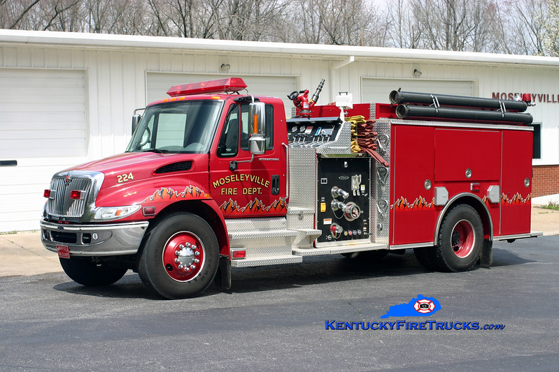 Mosleyville  Engine 224<br /> 2002 International 4400/Pierce 1250/1000<br /> Kent Parrish photo
