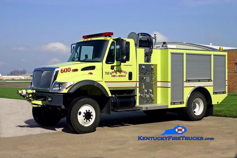 <center> Owensboro-Daviess County Regional Airport  ARFF 600 <br> 2004 International 7400 4x4/Crash Rescue Services 500/500/40F/500DC <br> Kent Parrish photo </center>