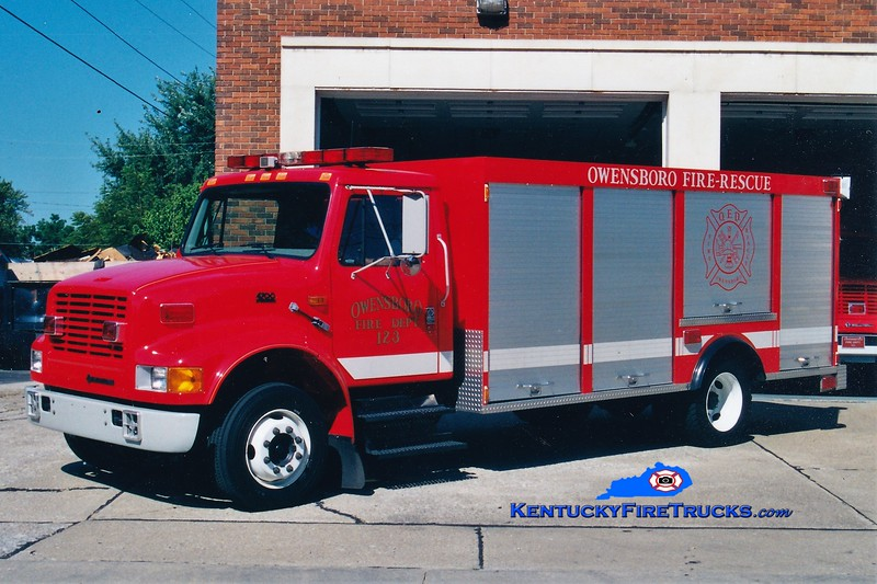 RETIRED <br /> Owensboro Rescue 123 <br /> 1997 International 4900/Browning <br /> Greg Stapleton photo