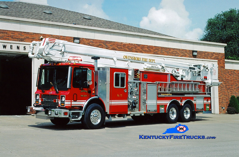 <center> RESERVE LADDER <br> Owensboro  Ladderl 111 <br> 2001 Mack MR/Ferrara 1250/500/75' <br> Kent Parrish photo <br> </center>