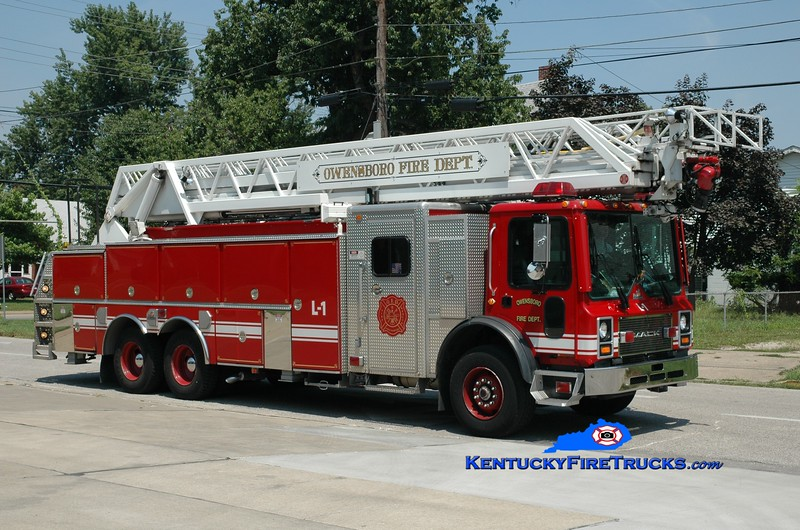 <center> RETIRED <br> Owensboro  Ladder 1 <br> 1999 Mack MR/Ferrara/RK 109'  <br> Greg Stapleton photo <br> </center>