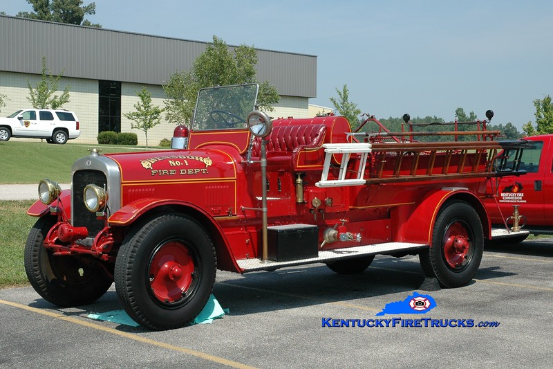<center> Owensboro   Antique <br> 1926 Seagrave 750/100 <br> Greg Stapleton photo <br> </center>