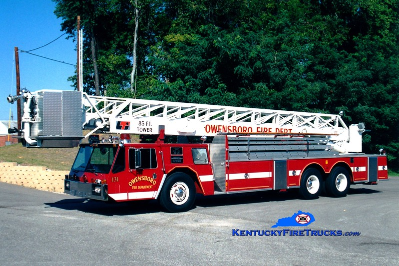 <center> RETIRED <br> Owensboro  Ladder 131 <br> x-Ladder 111 <br> 1976 Oshkosh/LTI 85' <br> Greg Stapleton photo <br> </center>