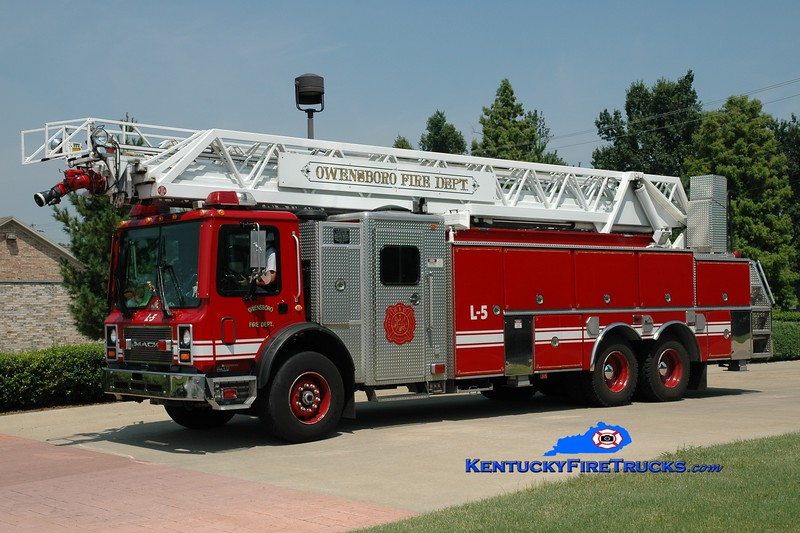 <center> Owensboro  Ladder 5 <br> 1999 Mack MR/Ferrara/RK 109'  <br> Greg Stapleton photo <br> </center>
