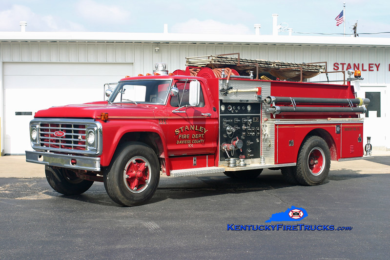 <center> RETIRED <br> Stanley  Engine 225 <br> 1974 Ford F-800/Pierce 750/750 <br> Kent Parrish photo <br> </center>