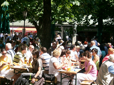 An open-air beer garden in the Englischer Garten in Munich.