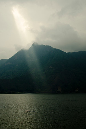 Rays over Indian's Nose