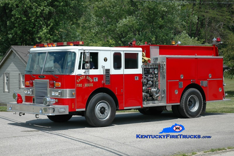 <center> Sandy Hook  Engine 3 <br> x-Winchester, KY <br> 1989 Pierce Lance 1500/750 <br> Greg Stapleton photo <br> </center>