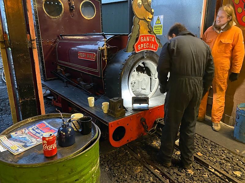 Cleaning Irish Mail's smokebox