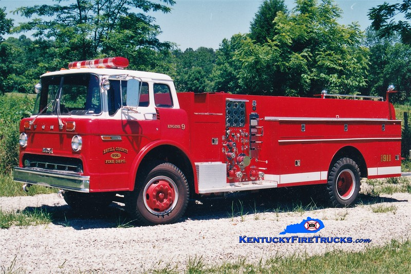 RETIRED<br /> Estill County  Engine 9<br /> x-Richmond, KY <br /> 1975 Ford C/Howe 1000/500<br /> Greg Stapleton photo