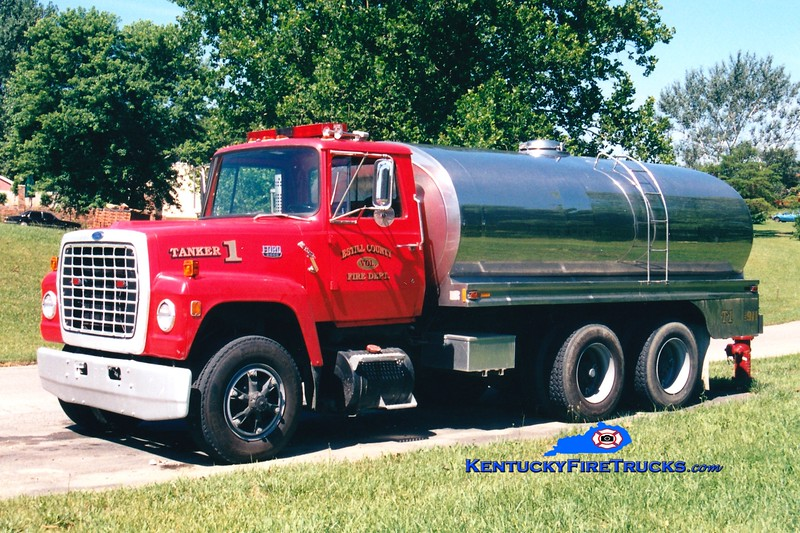 <center> RETIRED <br> Estill County  Tanker 1 <br> 1986 Ford L/Bluegrass 0/2500 <br> Greg Stapleton photo </center>