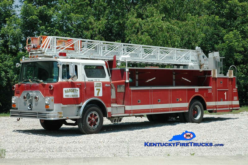 <center> Hargett  Ladder 7 <br> x-Barren Hill, PA & Jessamine County, KY <br> 1977 Mack CF/Hamerly/American LaFrance 100'  <br> Greg Stapleton photo </center>