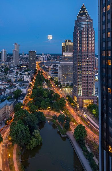 Moonrise over Frankfurt