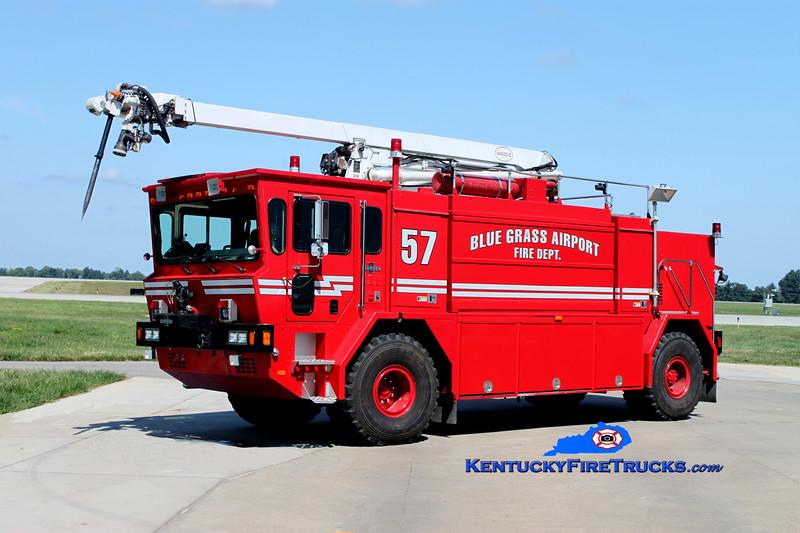 <center> Bluegrass Airport Crash 57 <BR> 1993 Oshkosth T-1500 1250/1500/140F/450DC/1997 52' Snozzle <br> Kent Parrish photo <BR> </center>