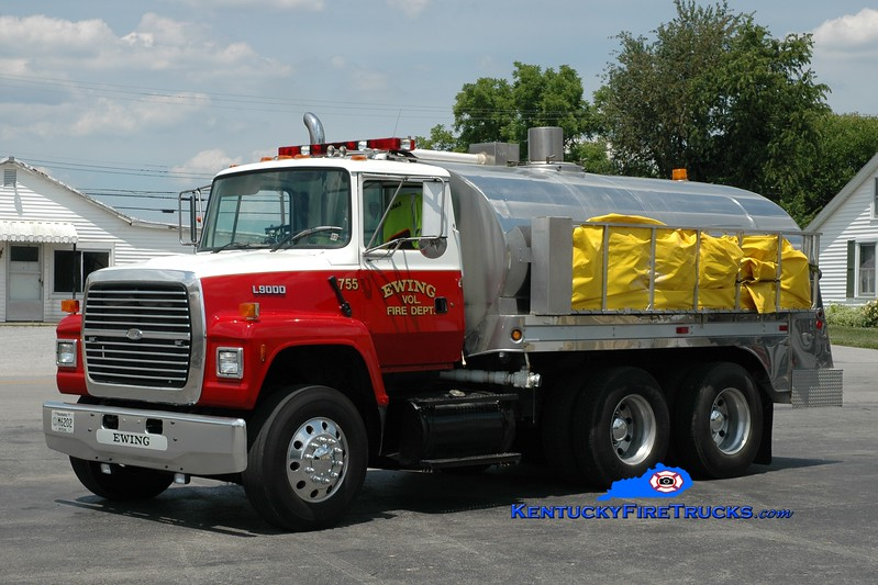 <center> RETIRED <br> Ewing Tanker 755  <br> 1995 Ford L9000/Bluegrass 250/2500 <br> Greg Stapleton photo <br> </center>