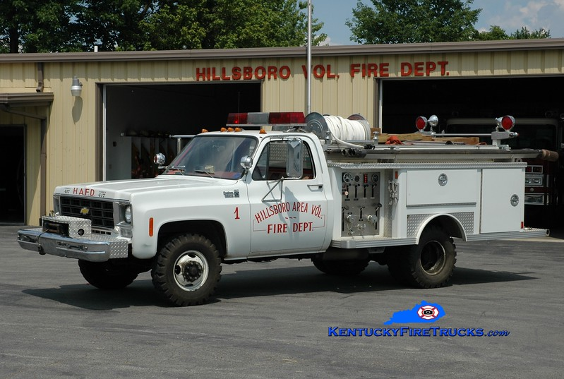<center> Hillsboro  Engine 451  <br> 1977 Chevy K30 4x4/E-One 260/260 <br> Greg Stapleton photo </center>
