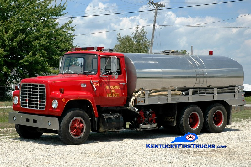 <center> Mount Carmel  Tanker 4  <br> x-Bush, KY  <br> 1981 Ford L/Bluegrass 350/2500  <br> Greg Stapleton photo </center>