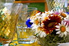 Centerpiece with daisies<br /> <br /> P182