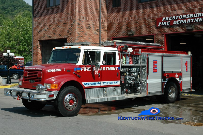 <center> Prestonsburg  Engine 1 <br> 1996 International 4900/Pierce  1500/1000 <br> Greg Stapleton photo </center>