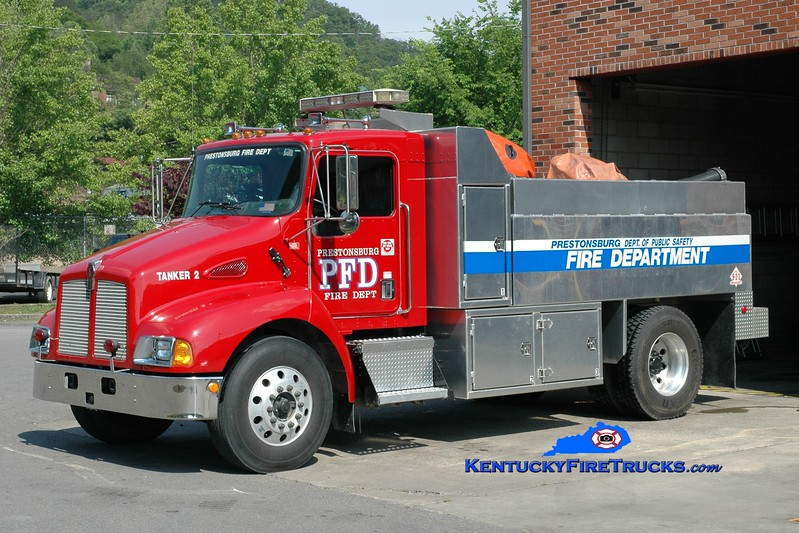 <center> Prestonsburg  Tanker 2 <br> 2001 Kenworth T-300/R&S 250/1500 <br> Greg Stapleton photo </center>