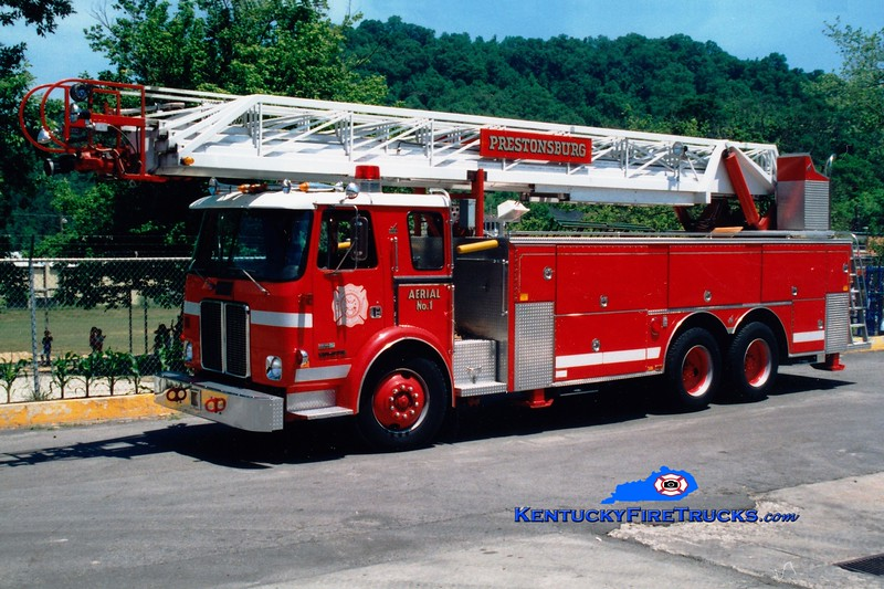 <center> RETIRED <br> Prestonsburg  Aerial 1 <br> 1983 White Expeditor/Smeal 104' <br> Greg Stapleton photo </center>