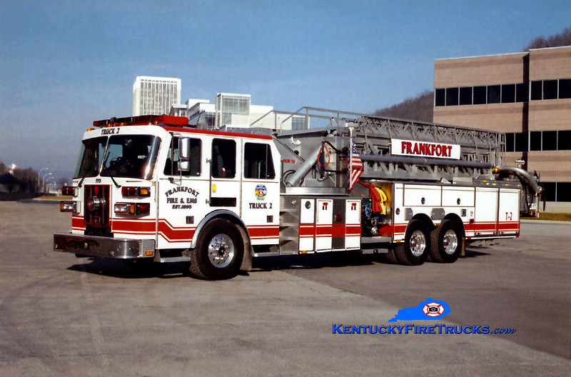 <center> Frankfort  Truck 2 <br> 2004 Sutphen 2000/300/110'  <br> Kent Parrish photo </center>