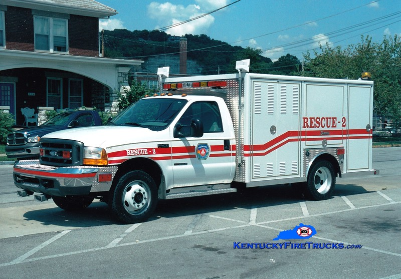 <center> Frankfort  Rescue 2  <br> 1999 Ford F-450/Central States <br> Greg Stapleton photo </center>