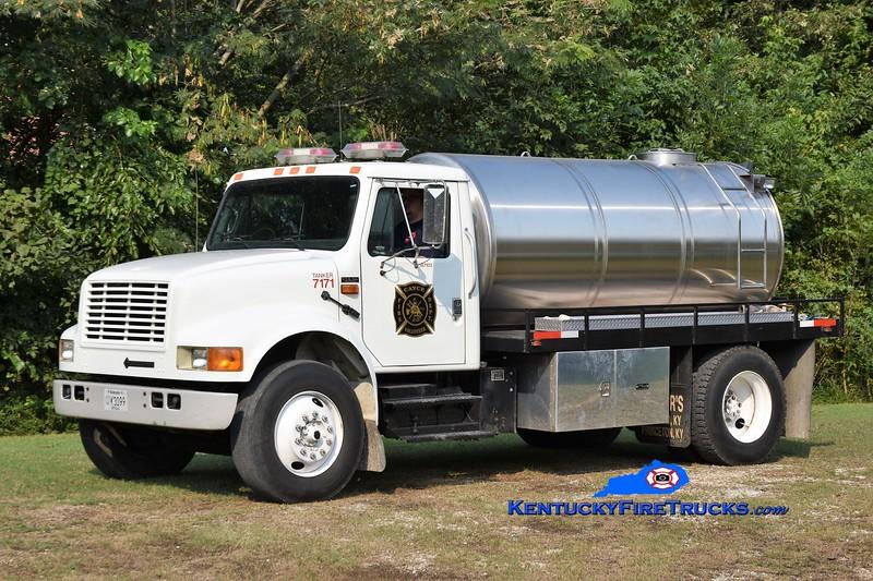 Fulton County Tanker 7171<br /> x-Cayce FD<br /> 1996 International 4900/2014 FD-Local 0/1800<br /> Greg Stapleton photo