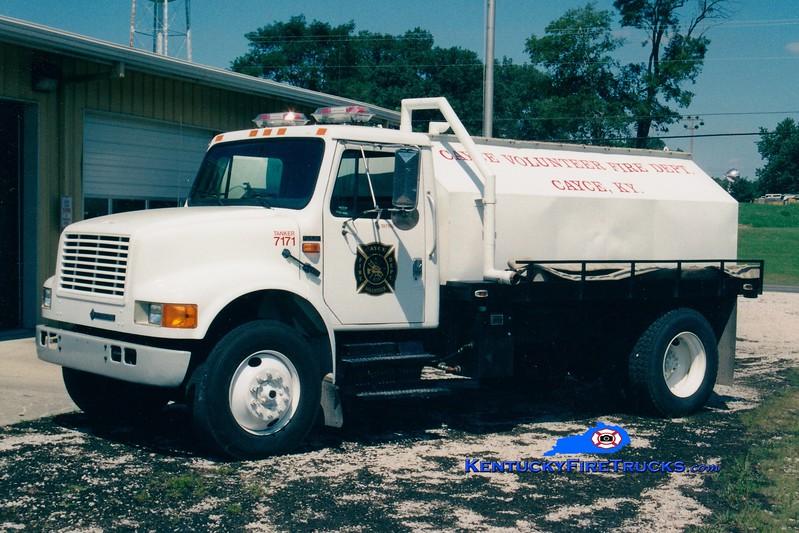 <center> Cayce  Tanker 7182  <br> 1993 International 4900/Hooper 0/2000 <br> Greg Stapleton photo </center>