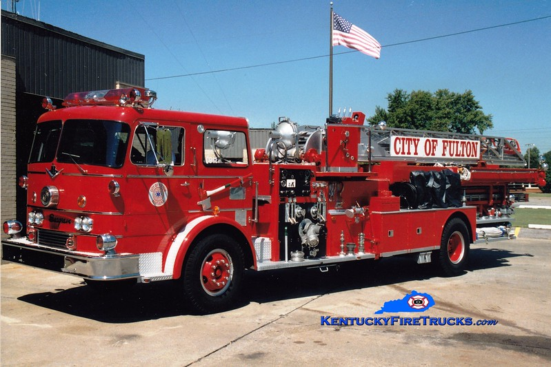 <center> RETIRED <br> Fulton  Ladder 1161  <br> x-Warrensburg, MO <br> 1963 International CO-8190/Seagrave 750/250/75' <br> Greg Stapleton photo </center>