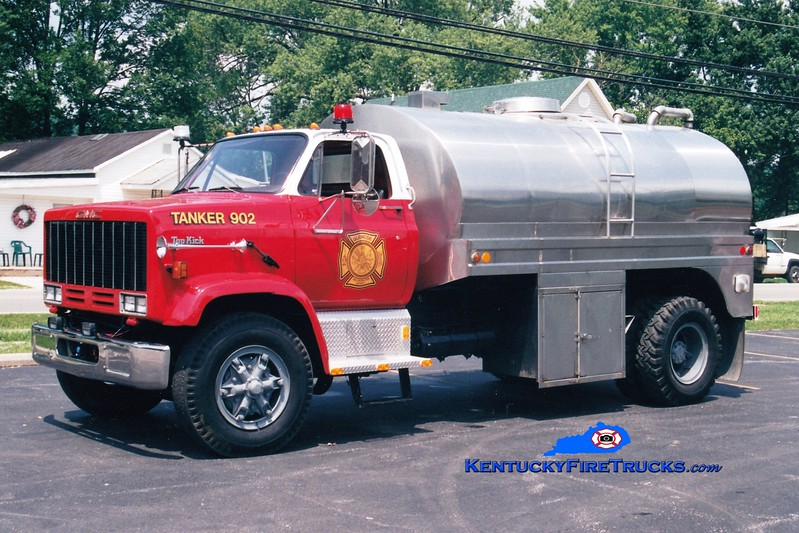 <center> Glencoe  Tanker 902 <br> 1982 GMC Topkick/Bluegrass  250/1500 <br> Greg Stapleton photo </center>