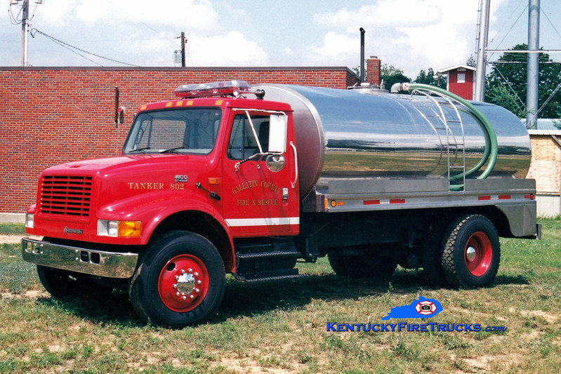 <center> Gallatin County  Tanker 802 <br> 1997 International 4900/Bluegrass 250/2500   <br> Greg Stapleton photo </center>