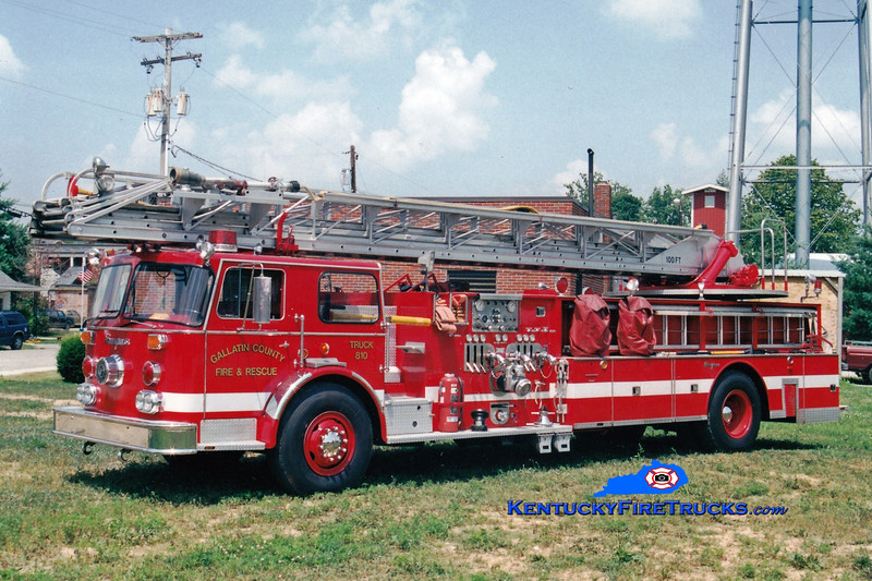<center> Gallatin County  Truck 810 <br> x-Cincinatti/Northern Kentucky Airport, KY <br> 1976 Seagrave SR 1500/300/100'  <br> Greg Stapleton photo </center>