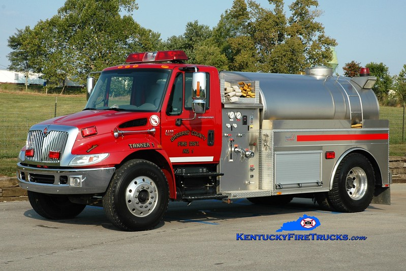 <center> Garrard County Fire Dist. 1  Tanker 3 <br> x-Tanker 1 <br> 2005 International 4400/Bluegrass 350/1800 <br> Greg Stapleton photo <br> </center>