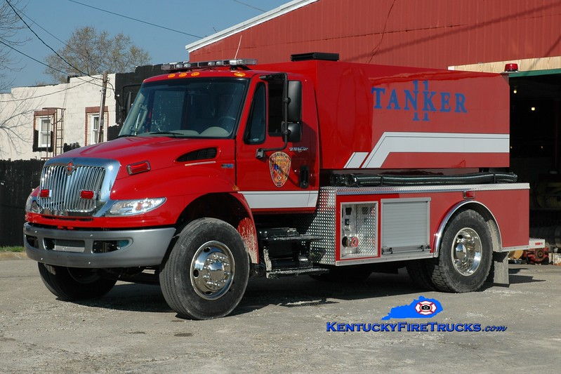 <center> Corinth Tanker 11 <br> 2014 International 4400/Southeast 500/2000 <br> Greg Stapleton photo </center>