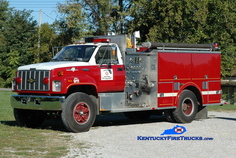 <center> Jonesville  Engine 1203 <br> x-Owenton, <br> 1991 Chevy Kodiak/Grumman 1000/500 <br> Greg Stapleton photo </center>