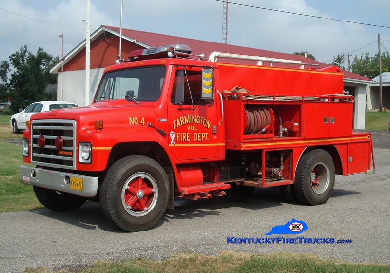 <center> Farmington  Tanker 4  <br> 1983 International S/Local 250/1400 <br> Greg Stapleton photo </center>