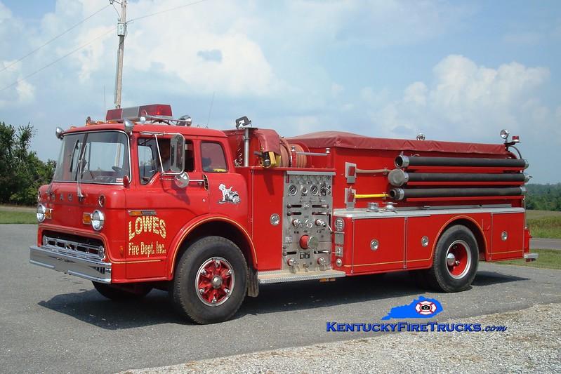 <center> Lowes Engine 2 <br> x-Tylersport, PA <br> 1976 Ford C-900/Hahn 1000/1000 <br> Greg Stapleton photo </center>