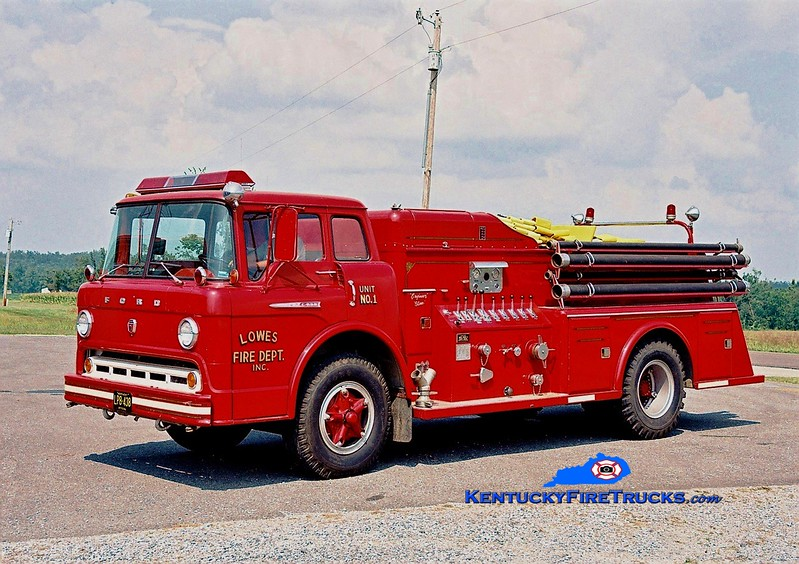 <center> Lowes Engine 1 <br> x-Columbia, IL <br> 1962 Ford C/Towers 500/1000 <br> Greg Stapleton photo </center>