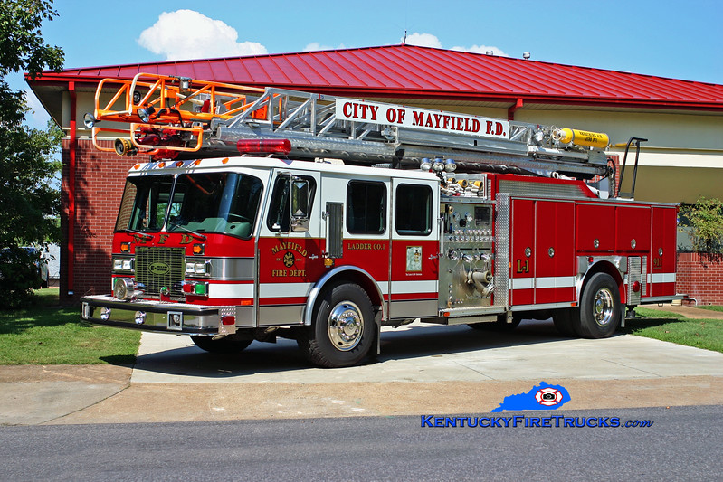 <center> Mayfield  Reserve  <br> 1998 E-One Hurricane TC 1500/500/75' <br> Kent Parrish photo <br> </center>