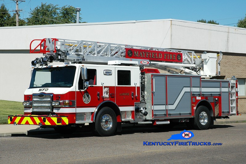 <center> Mayfield  Ladder 1 <br> 2015 Pierce Impel 1500/500/75' <br> Greg Stapleton photo <br> </center>