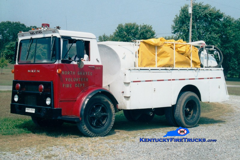 <center> North Graves  Tanker 4171 <br> 1972 Mack MB/Local 0/1700 <br> Greg Stapleton photo <br> </center>