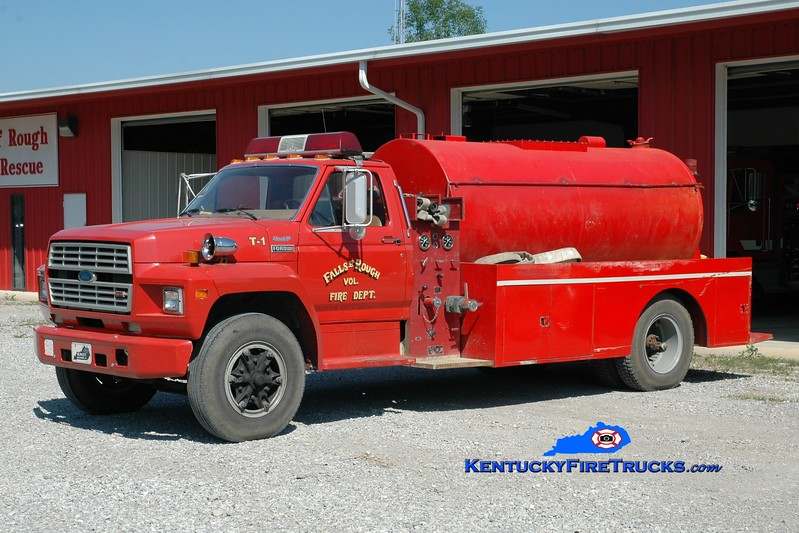 <center> RETIRED <br> Falls of Rough  Tanker 1  <br> 1986 Ford F-800/Local 250/1500 <br> Greg Stapleton photo </center>