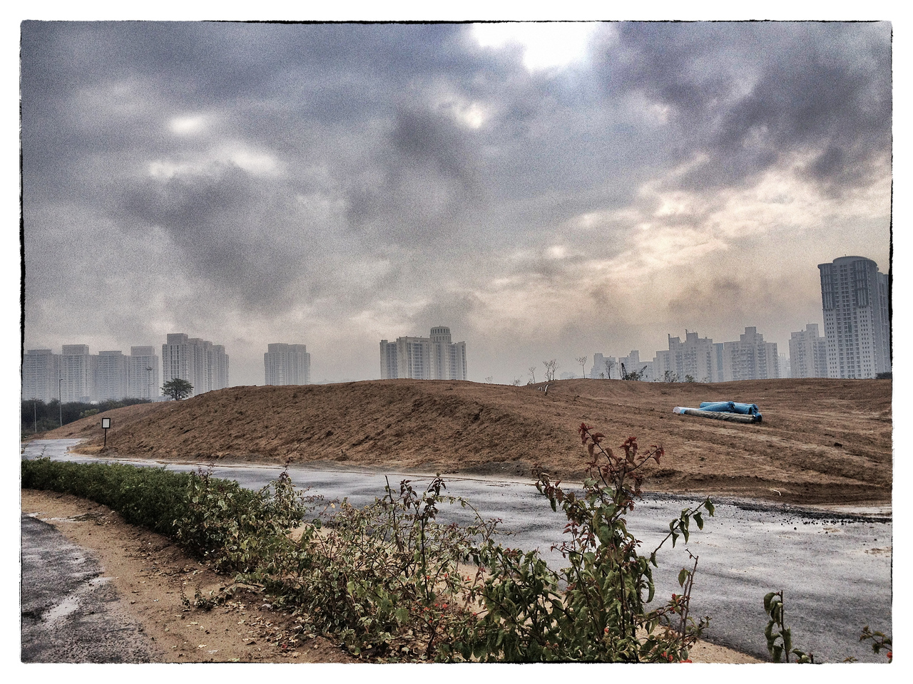 Delhi, India, Feb 2013 -    View of modern apartment complexes seen from the DLF Golf course in Gurgaon, New Delhi.   Images for the Global Post's special report -   The Great Divide:  Global income inequality and its cost    Photograph:  Sami SIVA