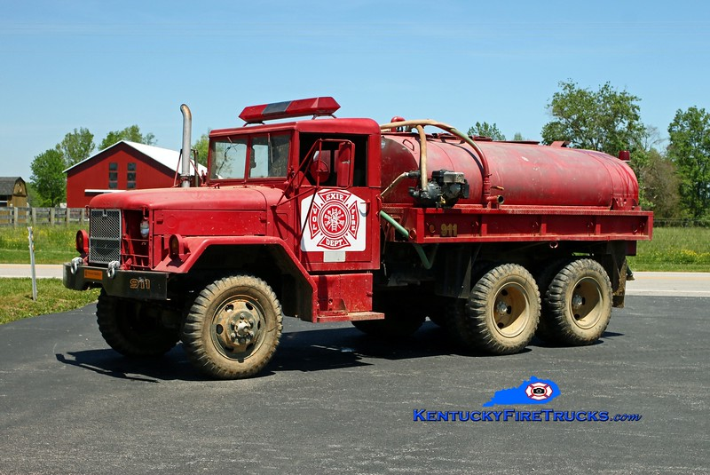 <center> Exie  Tanker 1 <br> 1982 AM General 6x6/FD/Local 250/1200 <br> Kent Parrish photo </center>
