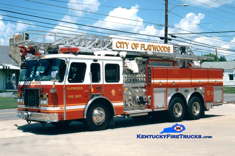 <center> RETIRED <br> Flatwoods  Ladder 1 <br> x-Panama Canal Zone <br> 1995 E-One Cyclone TC 2000/500/500F/75' <br> Greg Stapleton photo </center>