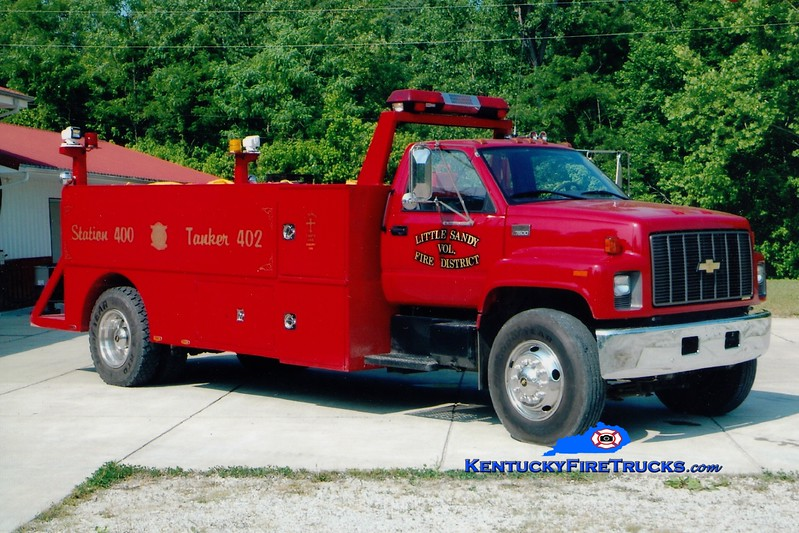 <center> Little Sandy  Tanker 2 <br> 2002 Chevy 7500/Local 350/1500 <br> Greg Stapleton photo </center>