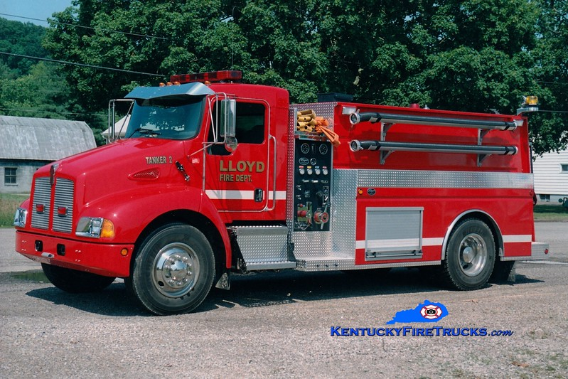 <center> Lloyd  Tanker 2 <br> 2003 Kenworth T-300/Wynn 500/2000  <br> Greg Stapleton photo <br> </center>